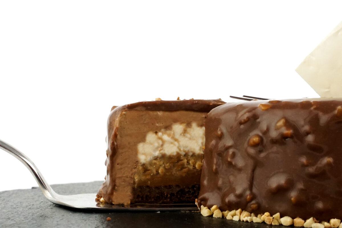 Zemesriekstu-karameļu kūka